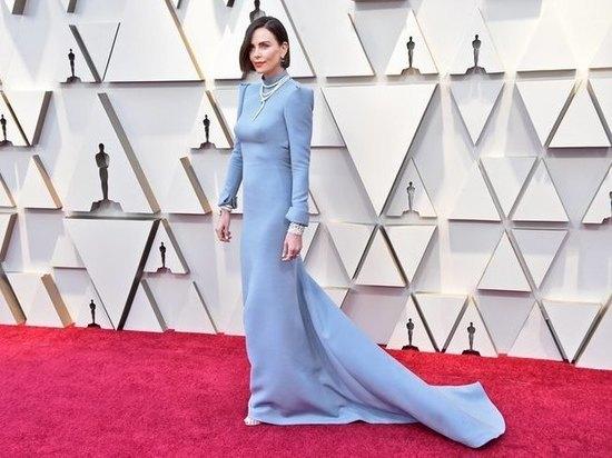 Шарлиз Терон стала брюнеткой! Образ она показала на«Оскаре-2019»