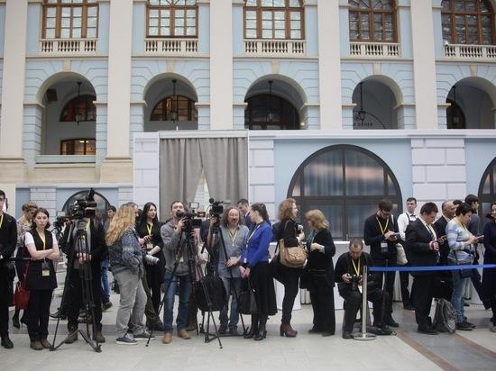 Власть, иностранцы и цветной хлеб: тверские журналисты послушали послание Президента