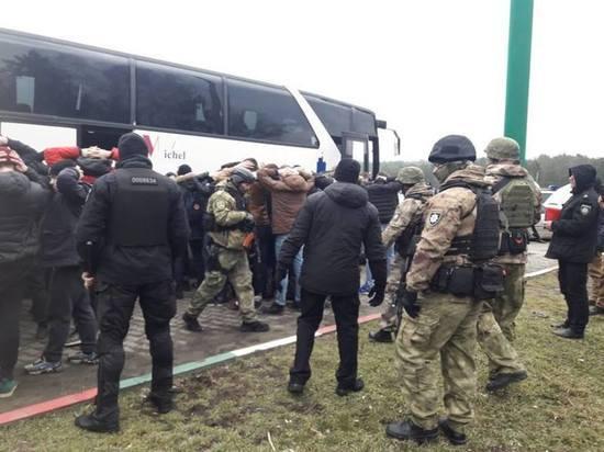 Два автобуса с вооруженными людьми отправились из Киева в Одессу