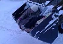 В одной из деревень Татарстана машина скорой помощи не смогла проехать к дому пациентки с гипертоническим кризом из-за неубранного снега