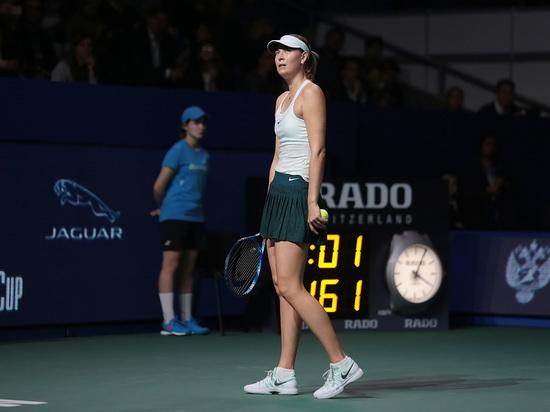 Шарапова снялась с третьего турнира подряд