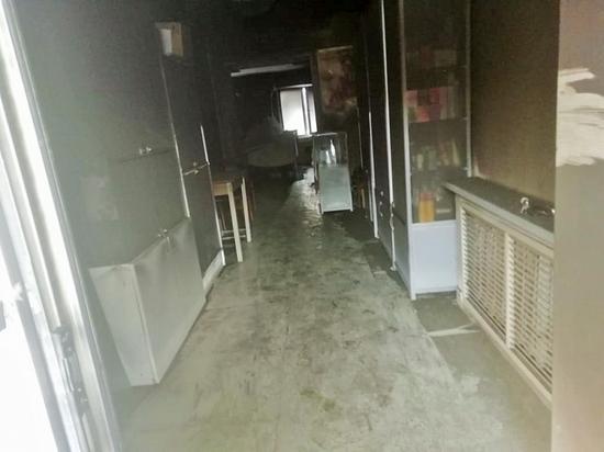 В Саранске на первом этаже многоквартирного дома загорелся магазин