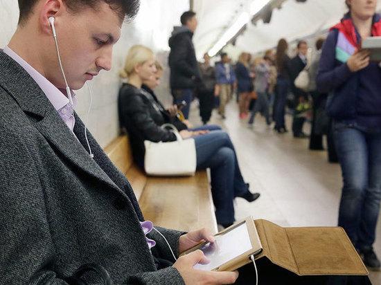 Профессор петербургского педиатрического университета рассказал о влиянии наушников на слух