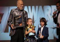Дети Филиппа Киркорова Алла-Виктория и Мартин вышли на большую сцену: малыши пришли получать папину премию на церемонии ZD Awards, которая на момент написания этих строк проходит в Москве