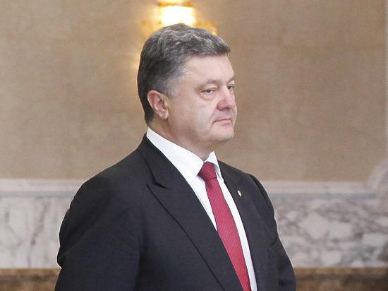 Очередная выходка Порошенко в Запорожье: ущипнул за нос человека