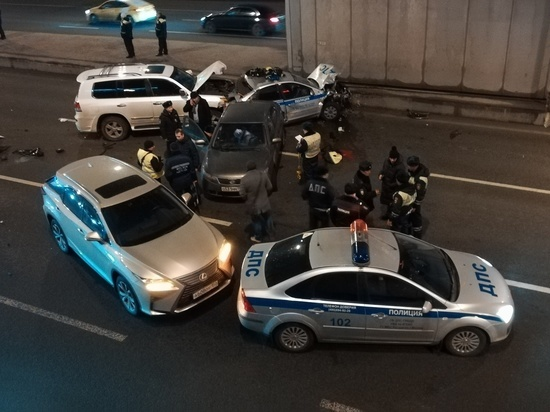 6b97293d0a582 Жуткое ДТП со смертью полицейского: убийца смотрел в мобильник - МК