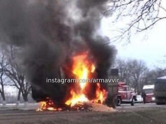 Под Арамавиром после столкновения с КамАЗом взорвалась ГАЗель: водитель погиб