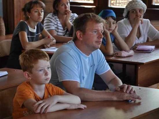 Хорошо учиться школьнику мешают родственники: узнай в себе родителя-хулигана или ябеду