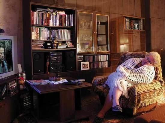 Телевизор оказался опасен для пожилых людей: исследовали 3 590 человек