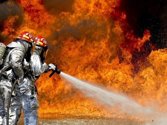 Югорские пожарные пять часов тушили жилой дом