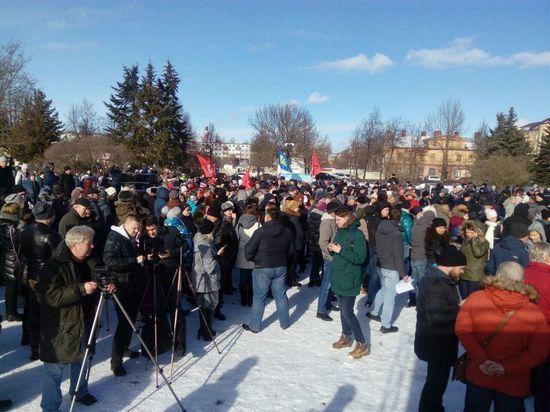 Порядка 700 человек собрал в Пскове митинг против строительства завода «Титан-Полимер»