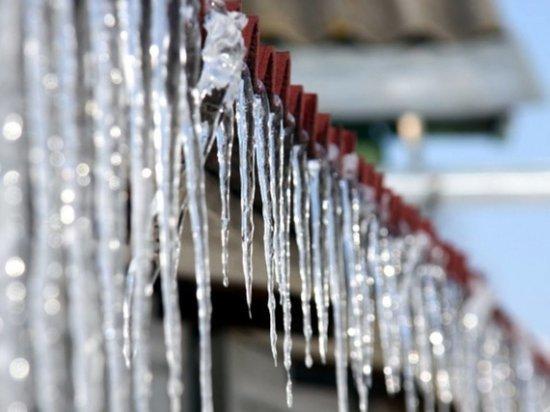 В Саранске на мужчину обрушилась глыба льда, проводится проверка