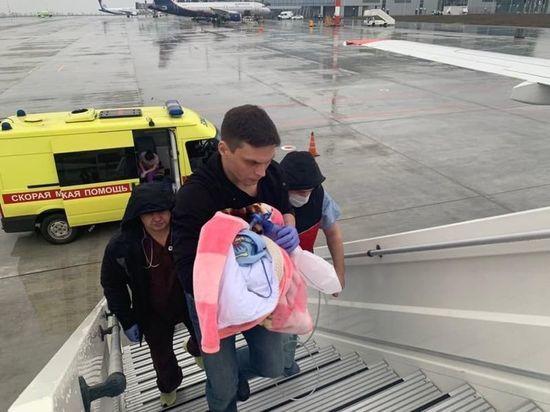 Петербургские врачи спасли доставленного вертолетом из Петрозаводска младенца
