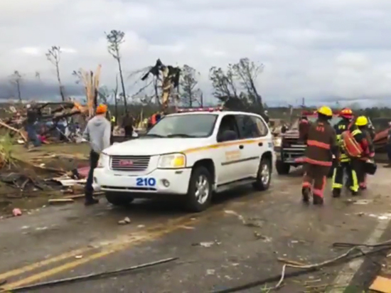 Разрушительный торнадо в Алабаме: жертвами смерча стали десятки людей