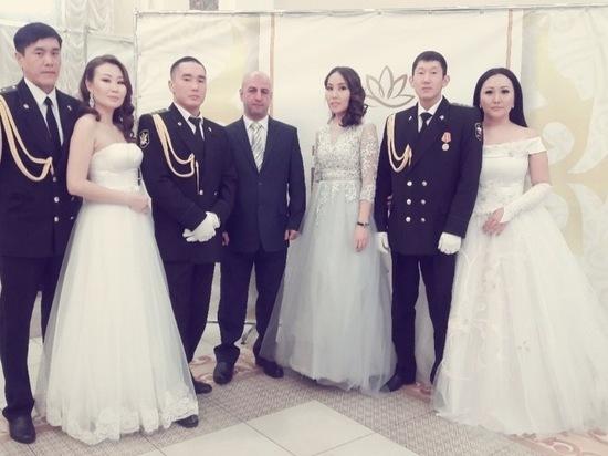 В Калмыкии танцевали на офицерском балу