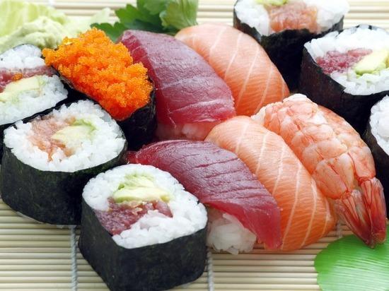Эксперт объяснил массовое отравление суши под Оренбургом испорченной рыбой