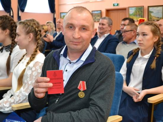 Сотрудника «Чувашэнерго»  наградили медалью МЧС за спасение людей на пожаре