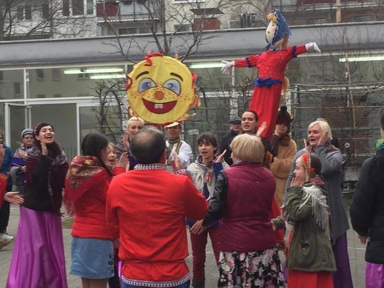 Ишь ты, Масленица! Немцы с удовольствием открыли для себя русский праздник во Франкфурте-на-Майне