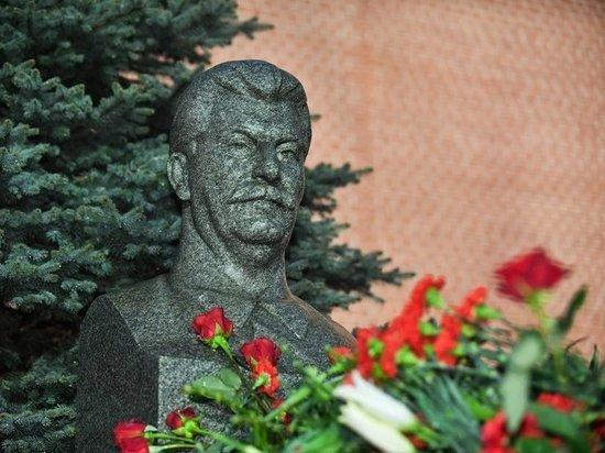 Странное задержание на могиле Сталина: парня скрутили как террориста