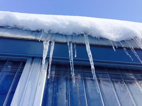 В Рузаевке обрушилась крыша школьного крыльца