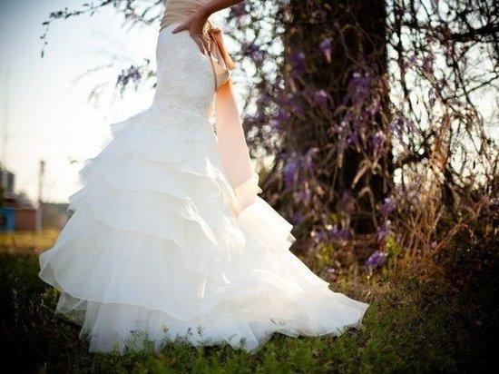 Продажа свадебного платья обернулась потерей денег для девушки из Салехарда