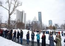В Екатеринбурге устроили «обнимашки» против строительства церкви