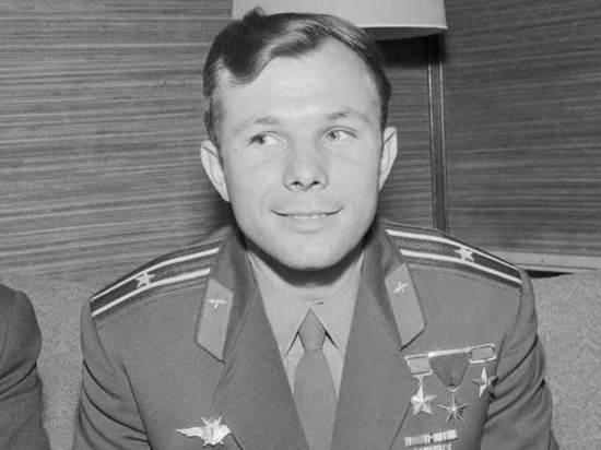 На выставке, посвященной 85-летию Юрия Гагарина, впервые покажут его парту