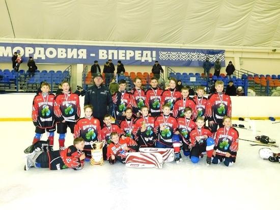 В Мордовии в честь женского праздника устроили хоккейный турнир