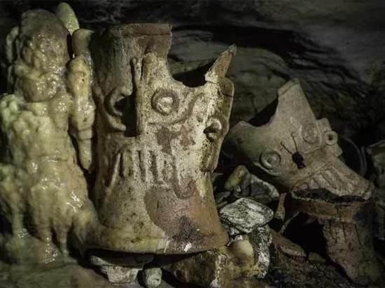Тысячелетние артефакты майя обнаружены в мексиканских пещерах