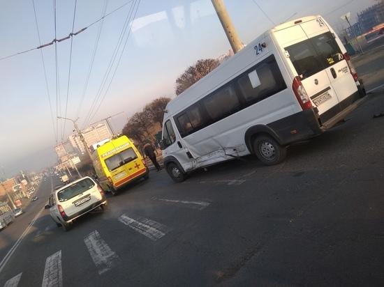 Три человека пострадали в аварии с маршруткой в Чите