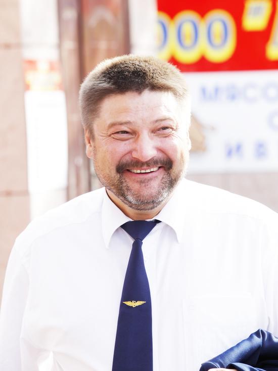 """Директор """"Железные дороги Якутии» поздравляет с 8 марта. С праздником!"""