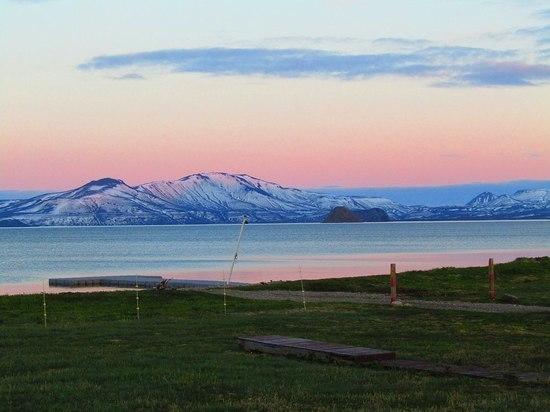 Глубочайшее озеро Камчатки сковало льдом: это коснется краснокнижных птиц