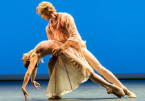 Китри, Жизель, Джульетта – роли, в которых многие впервые увидели Наталью Осипову, навсегда влюбившись в чудо ее танца, симбиоз виртуозности и редкой эмоциональной отзывчивости