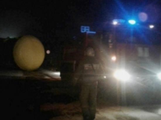 Грузовик с цистерной врезался в путепровод на трассе в Тверской области