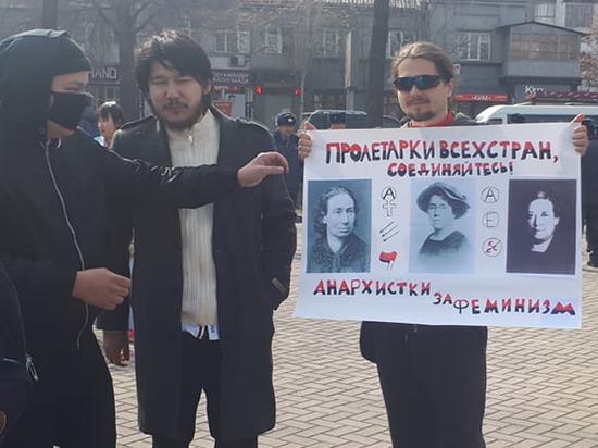 Международный женский день в Бишкеке отметили просветительской работой