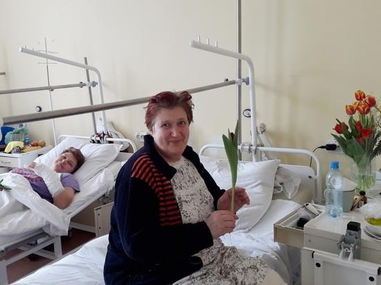 Пациентки БСМП получили цветы, не выходя из палат