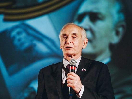 Василий Лановой поздравил женщин Калмыкии