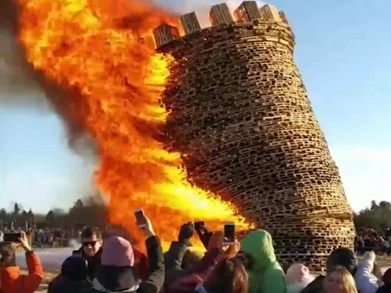 Под Калугой в честь Масленицы сожгли Бастилию