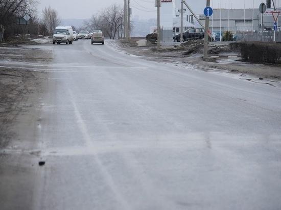 Трассы Волгоградской области круглосуточно мониторят дорожные рабочие