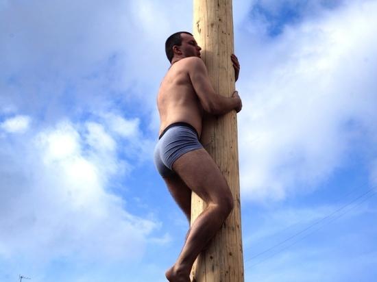В Калуге установлен рекорд по залезанию на столб