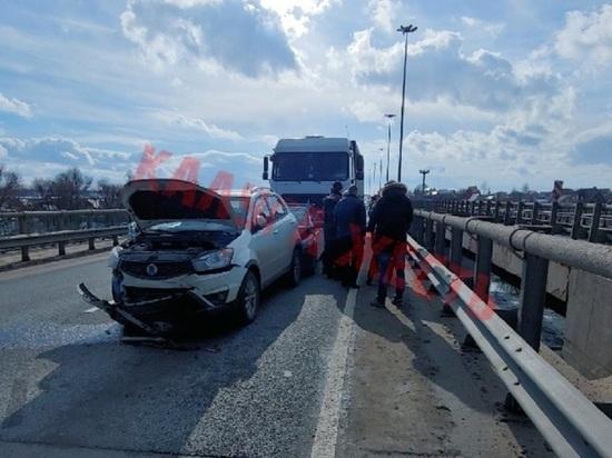 Грузовик собрал пять машин на трассе под Калугой