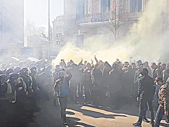 Радикалы против Порошенко: президента с позором выгнали с митинга