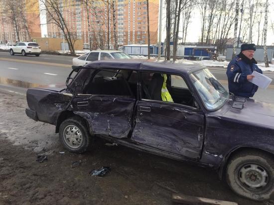 В Обнинске из-за влетевшего в Ваз Мерседеса два человека попали в травму