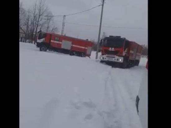 Пожарные и «скорые» завязли в сугробах Ноябрьска