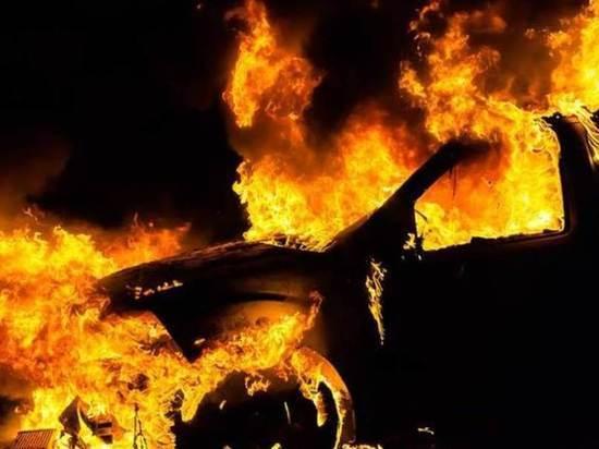 В Воронеже ночью сгорели два автомобиля