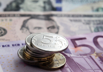 За год доллар подорожал почти на 10 рублей