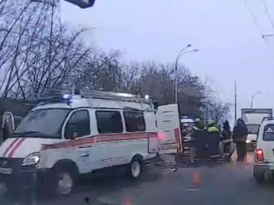 Несколько машин столкнулись на оживленной улице в Кемерове