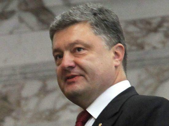 В Сети обсуждают фото с убегающим от националистов Порошенко