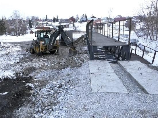 В Кемерове начался ремонт пешеходного моста в поселке Боровой