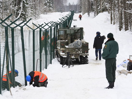 Латвия достроила забор на границе с Псковской областью